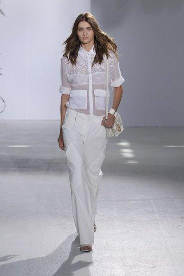 Przezroczystości w białym wydaniu - idealny look na eleganckie wyjścia