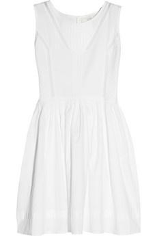 Biała sukienka - niezastąpiona na nadmorskim deptaku, jak i latem w mieście (źródło: pinterest.com)