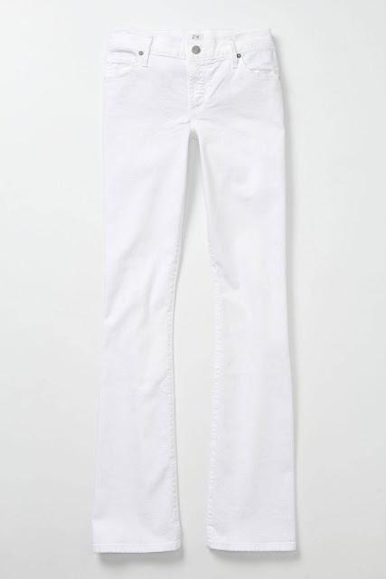 Białe jeansy - doskonała baza do stworzenia wielu ciekawych stylizacji (źródło: pinterest.com)