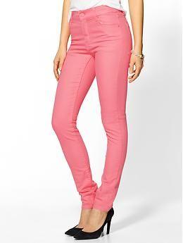 Spodnie rurki z kieszeniami na pupie (źródło: pinterest.com)