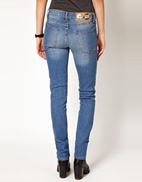 Spodnie dżinsowe z kieszeniami na pupie (źródło: pinterest.com)