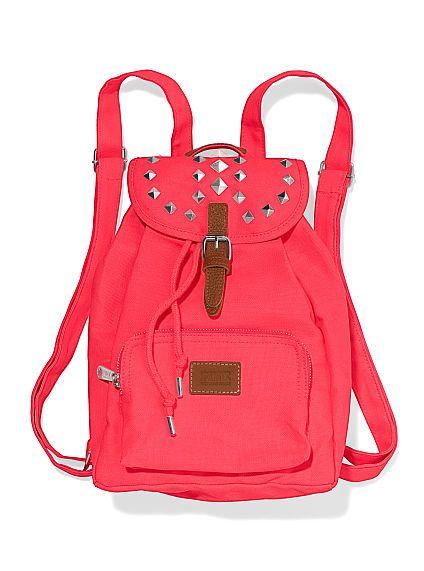 Plecak z ćwiekami Victoria's Secret (źródło: pinterest.com)