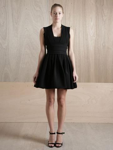Sukienka z rozkloszowanym dołem (źródło: pinterest.com)
