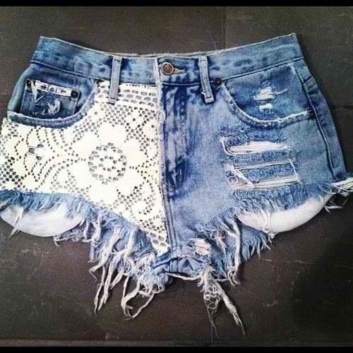 Dżinsowe szorty z koronką (źródło: pinterest.com)