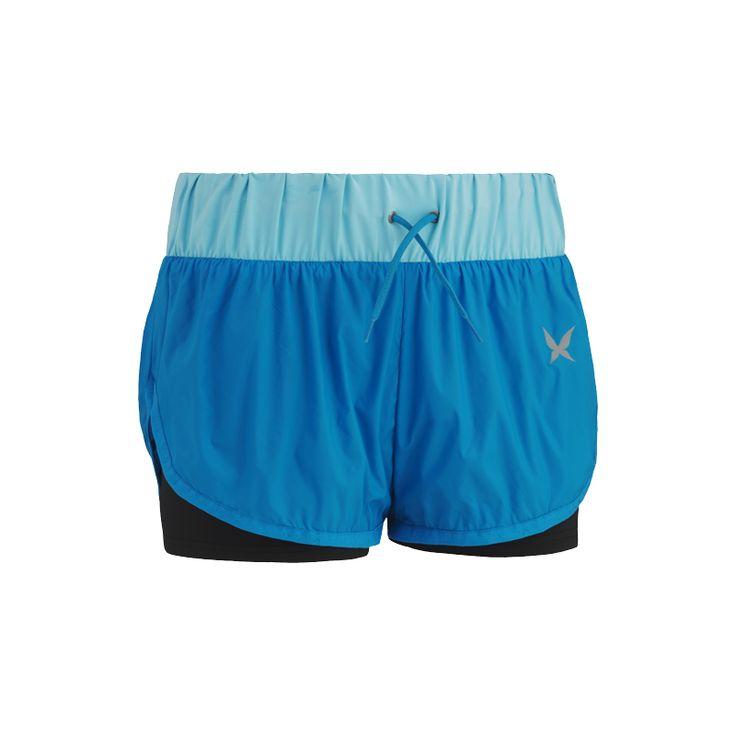 Sportowe szorty w odcieniach niebieskiego (źródło: pinterest.com)