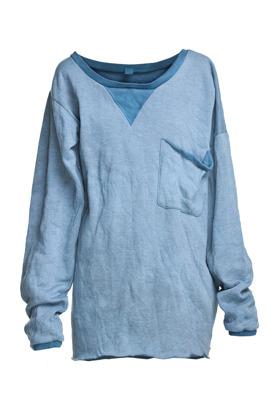 Niebieska bluza dresowa by Robert Kupisz (źródło: mostrami.pl)