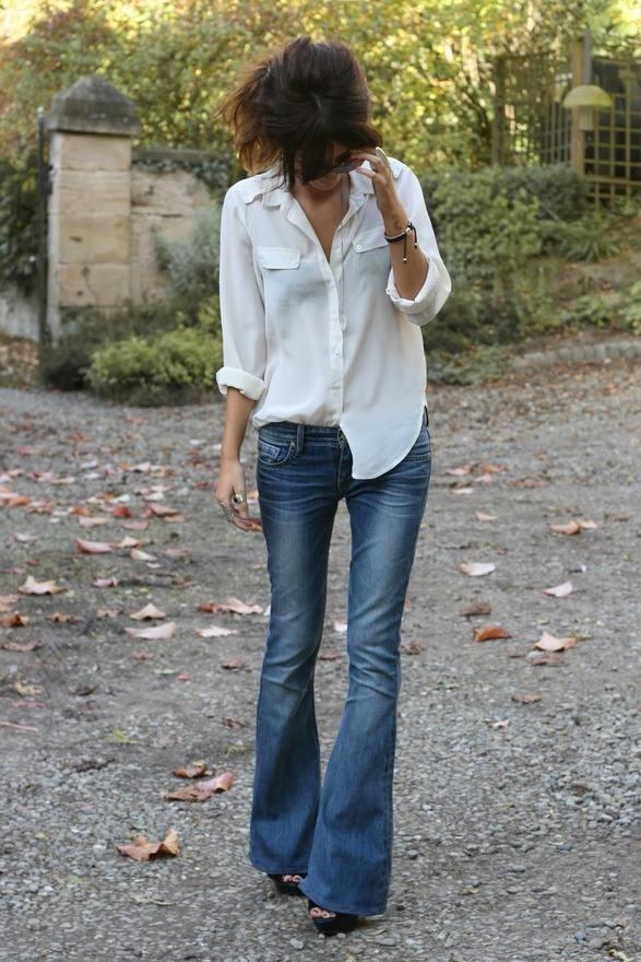Doskonała propozycja na co dzień - biała koszula i dżinsy (źródło: pinterest.com)