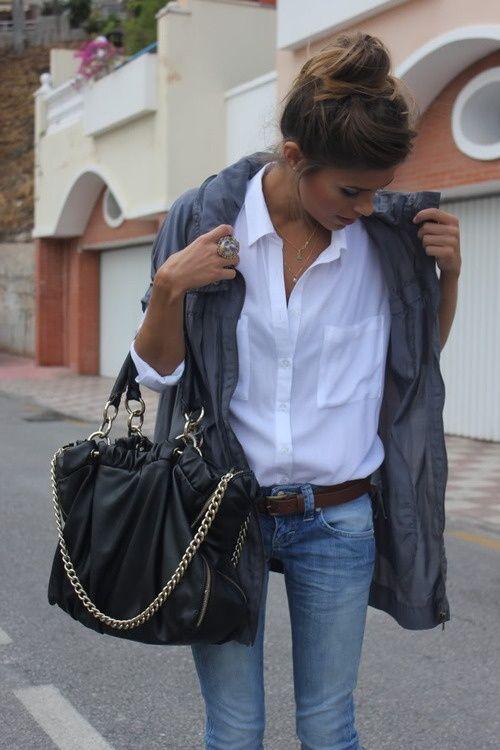 Miejski szyk - biała koszula, dżinsy i parka (źródło: pinterest.com)