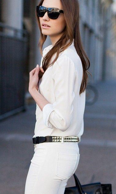 Biała koszula z białymi spodniami tworzy look glamour (źródło: pinterest.com)