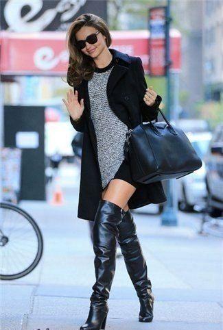 Perfekcyjny look idealny na randkę: oversizowy płaszcz, długie kozaki, dzianinowa sukienka i czarna shopper bag (źródło: pinterest)