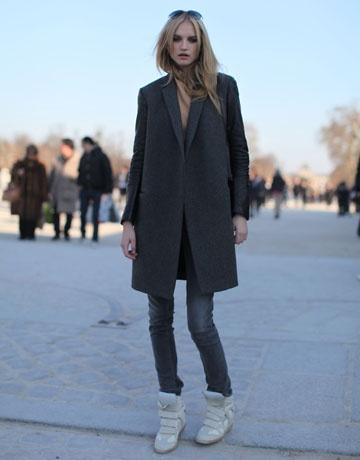 Szary pudełkowy płaszcz to świetny dodatek do szarych rurek (źródło: pinterest)