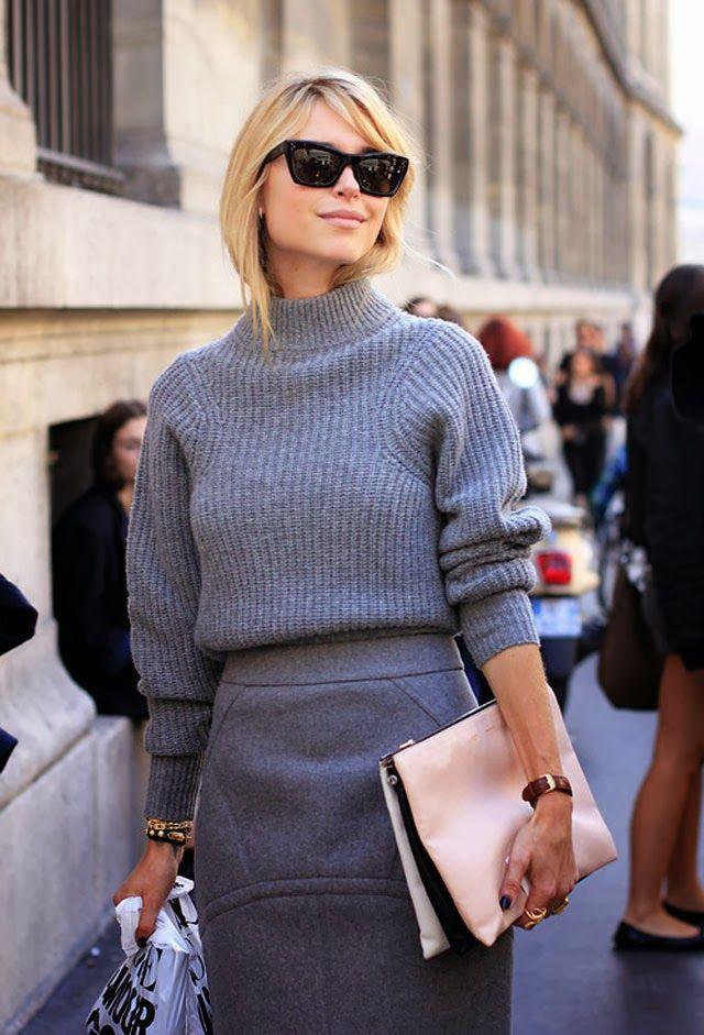 Szary sweter w połączeniu z szarą spódnicą prezentuje się doskonale (źródło: pinterest)