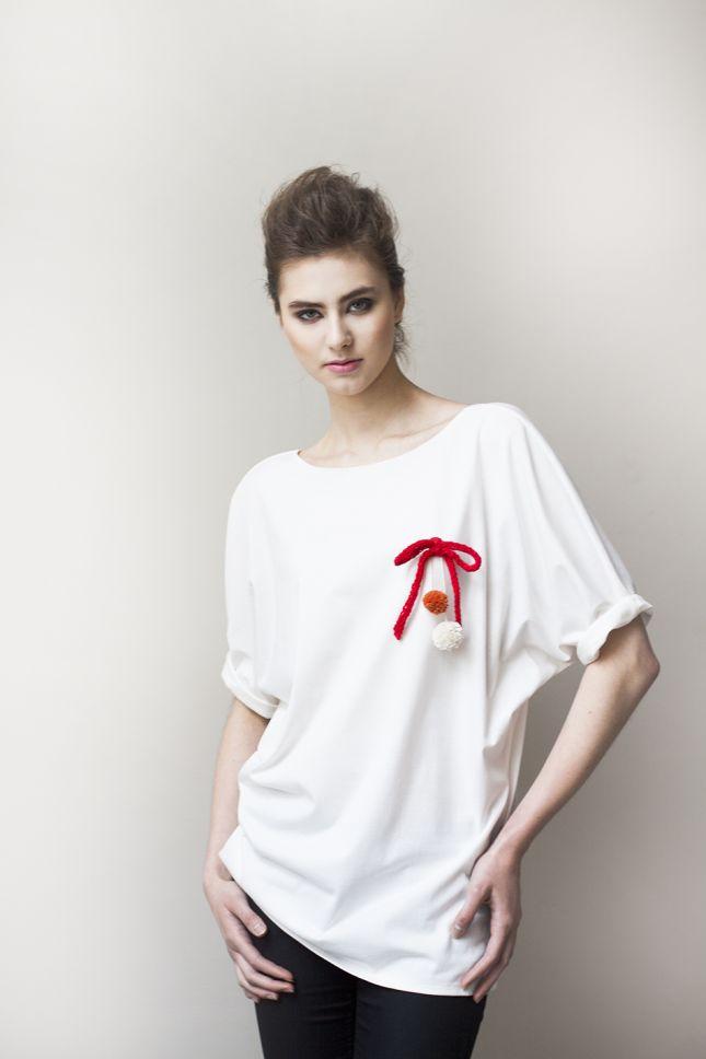 Luźna bawełniana bluzka w kolorze ecru (źródło: mybaze.com)