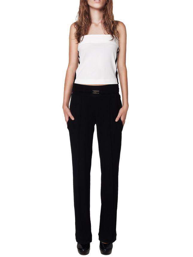 Czarne spodnie z luźnymi nogawkami (źródło: mybaze.com)