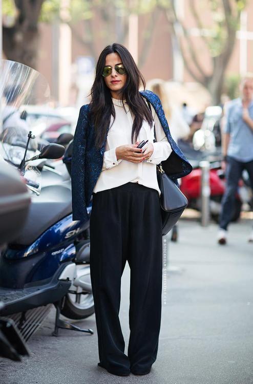 Nonszalancko, a jednocześnie stylowo, czyli szerokie spodnie, sweter i marynarka (źródło: pinterest)