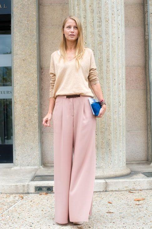 Szerokie spodnie w wydaniu pastelowym to idealna propozycja dla niepoprawnych romantyczek (źródło: pinterest)