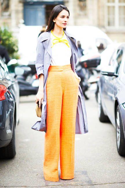 Oranżowe spodnie to idealna baza do stworzenia ciekawych wiosennych stylizacji (źródło: pinterest)