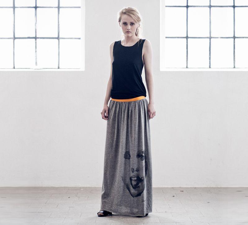 Długa sukienka ręcznie robiona (źródło: mybaze.com)