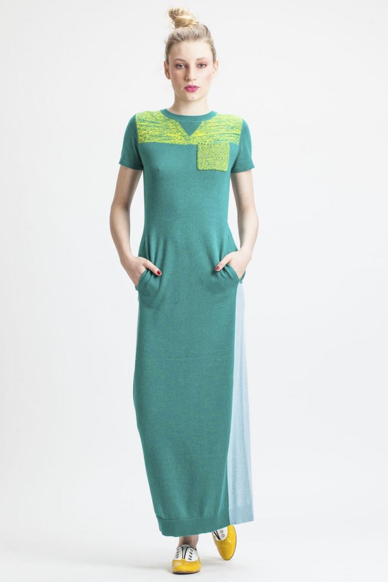 Długa bawełniana sukienka w odcieniu wodnistej zieleni (źródło: mybaze.com)