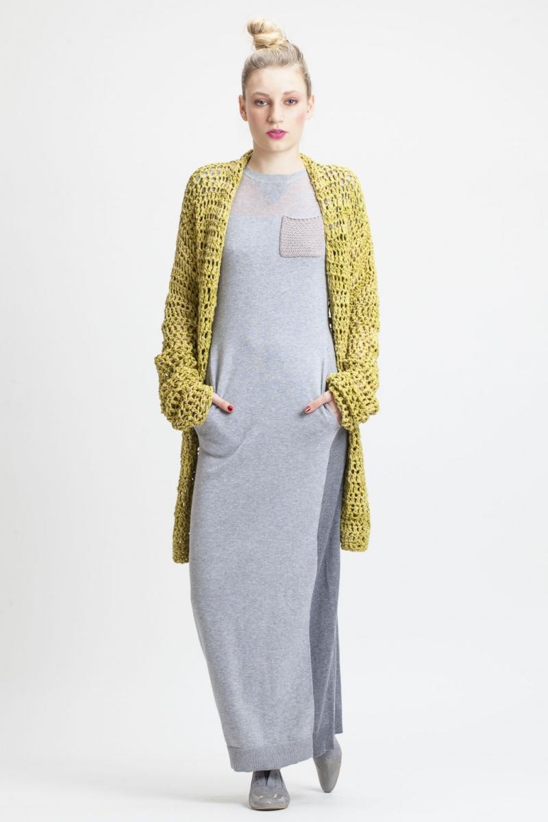 Długa sukienka z miękkiej dzianiny (źródło: mybaze.com)