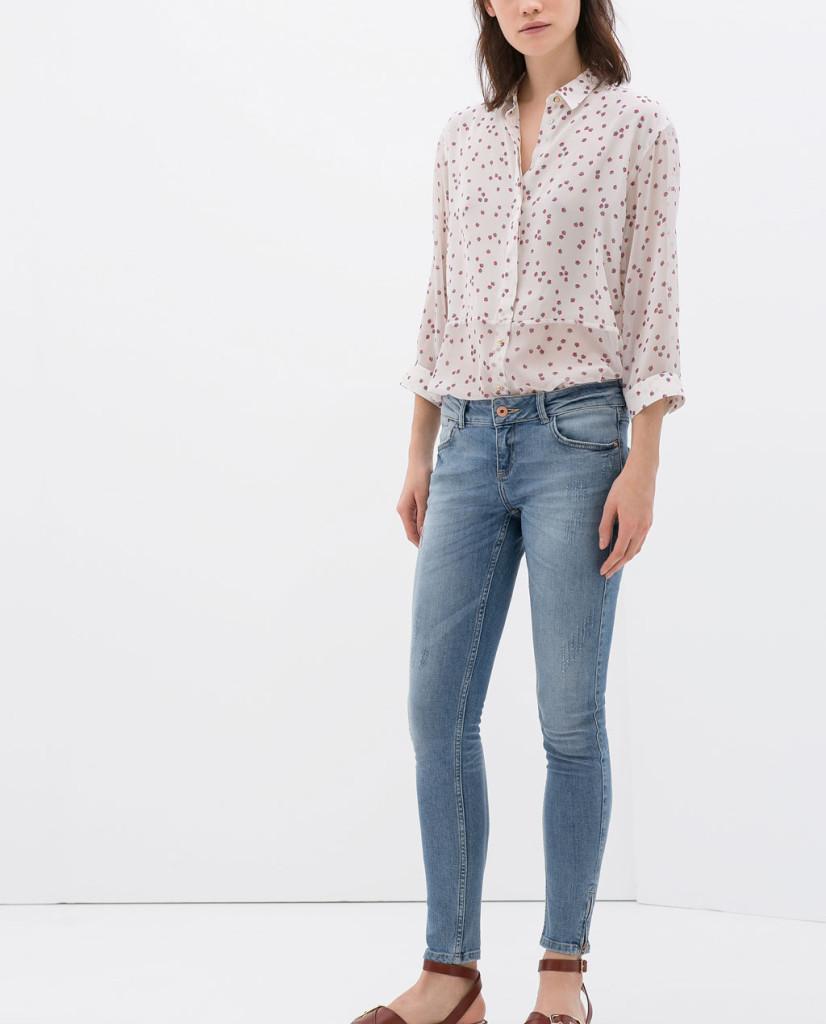Spodnie jeansowe z niskim stanem (źródło: pinterest)
