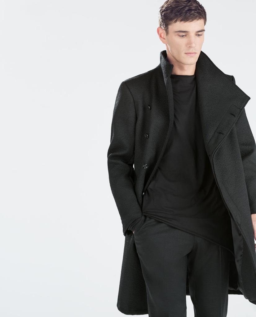 Płaszcz męski w kolorze czerni (źródło: zara.com)
