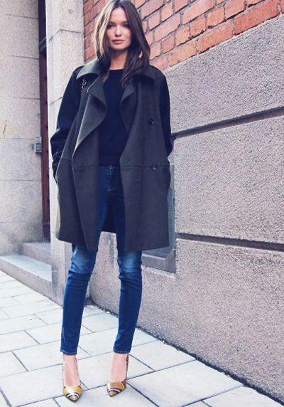 Płaszcz oversize w wydaniu czarno-grafitowym (źródło: pinterest)