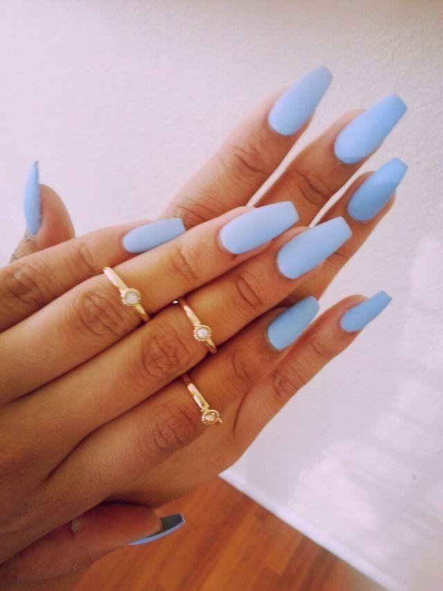 paznokcie błękitne