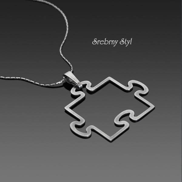 wisiorek w kształcie puzzla (źródło: mybaze.com)