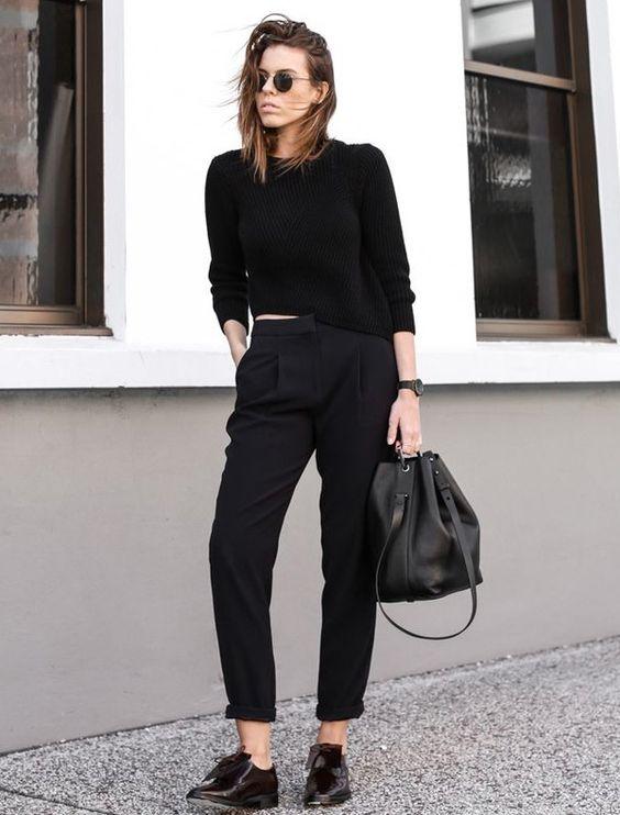 czarna bluzka w czarnej stylizacji