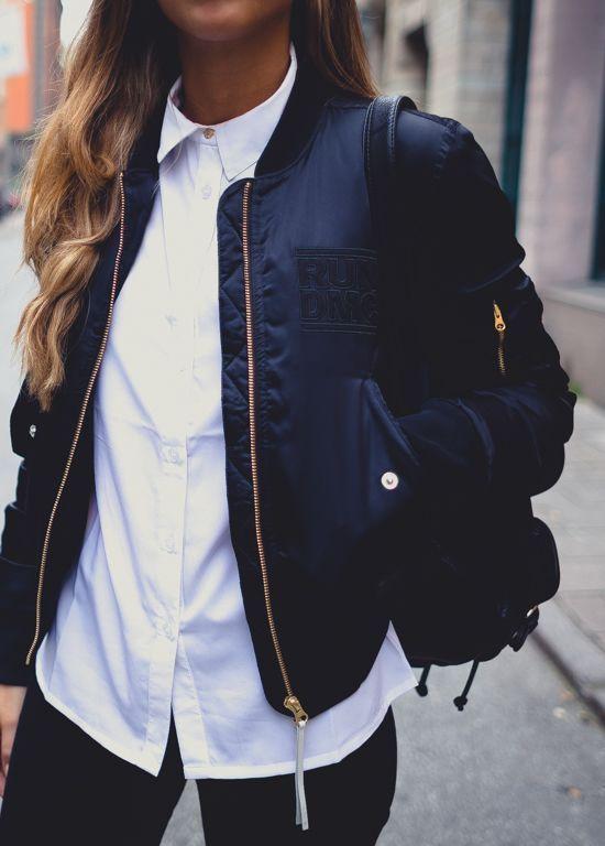 biała koszula w połączeniu z czarną kurteczką