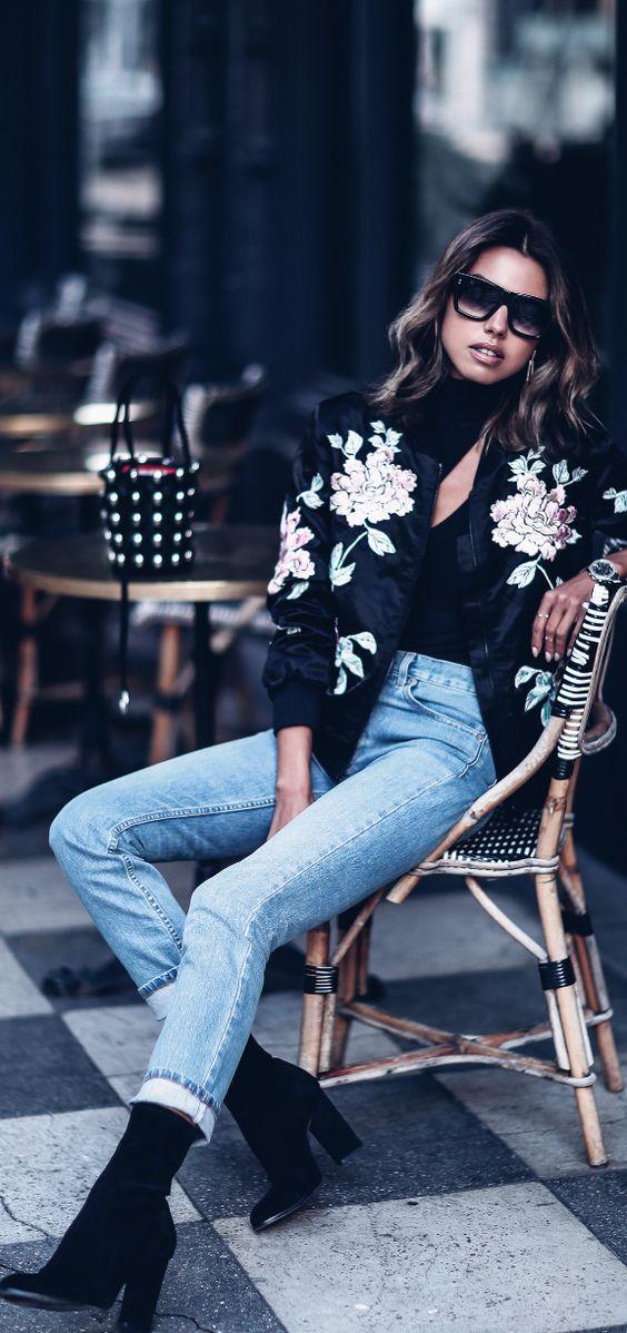 modne kurtki 2017 - haftowana bomberka