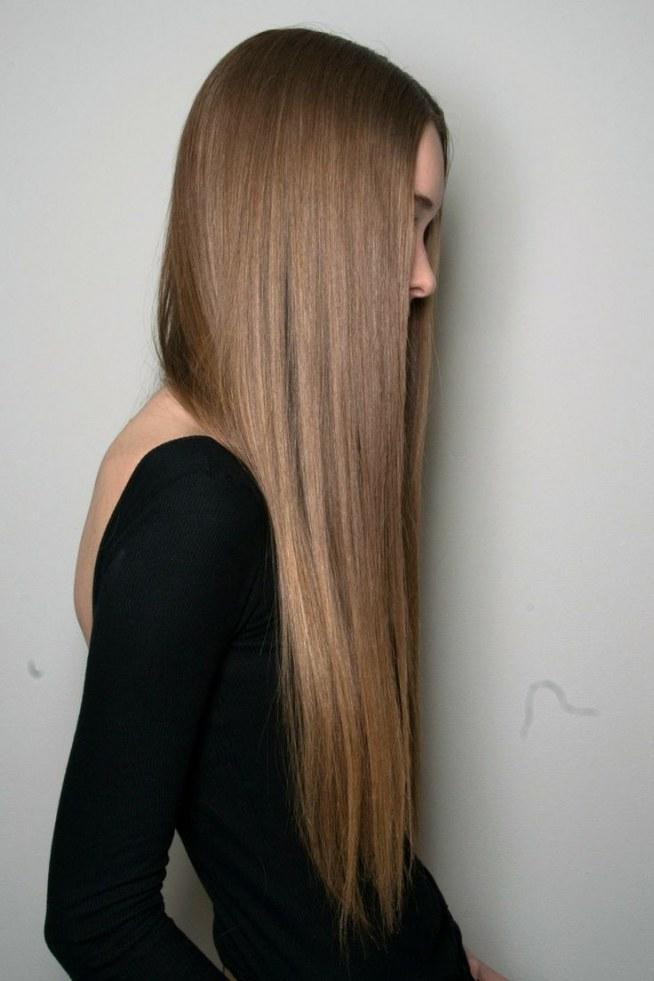 sposób na proste włosy - prostownica do włosów