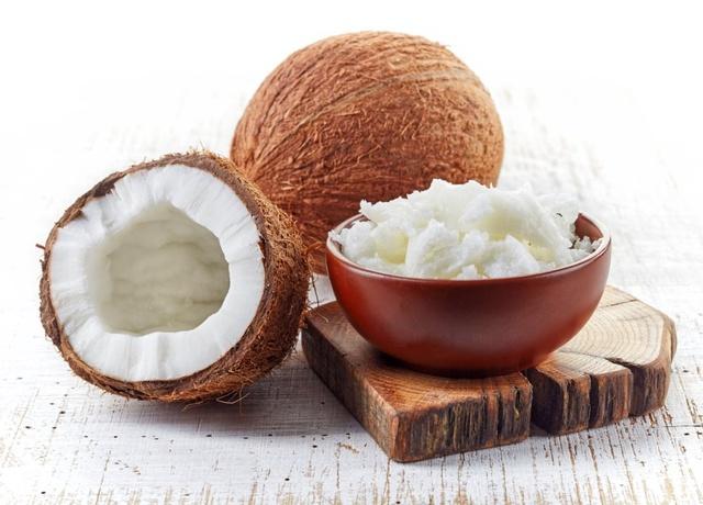 olej kokosowy do prostowania włosów