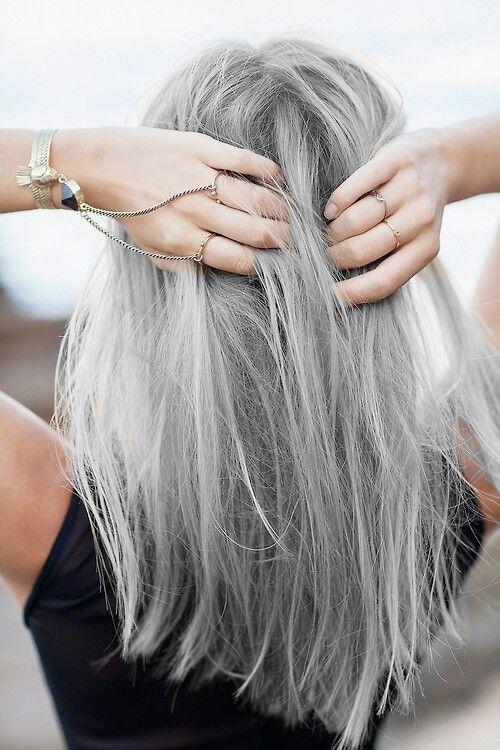 modne szare włosy