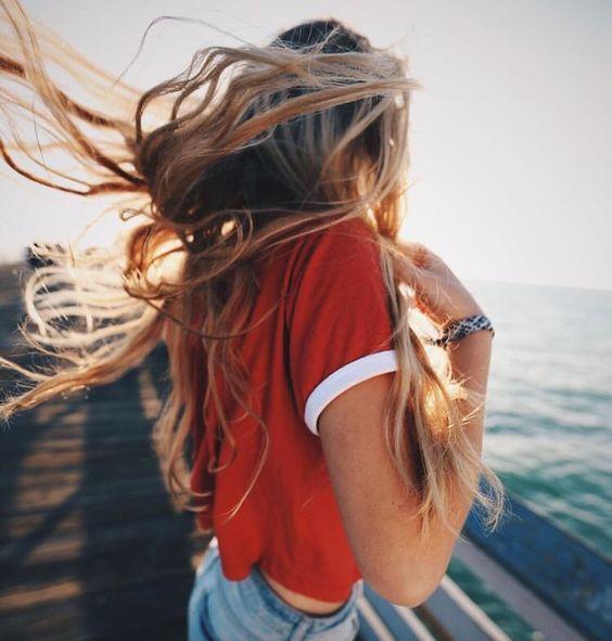 jak dbać o włosy na wakacjach