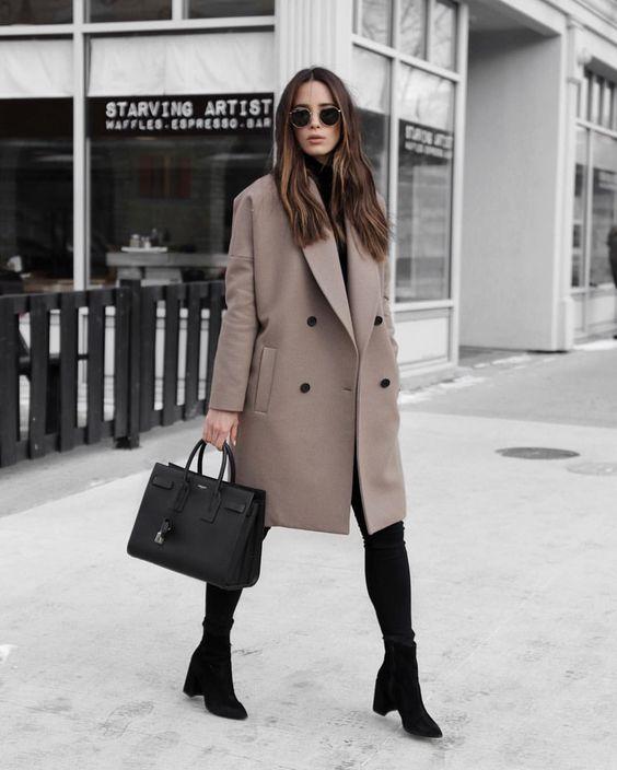 elegancki beżowy płaszcz