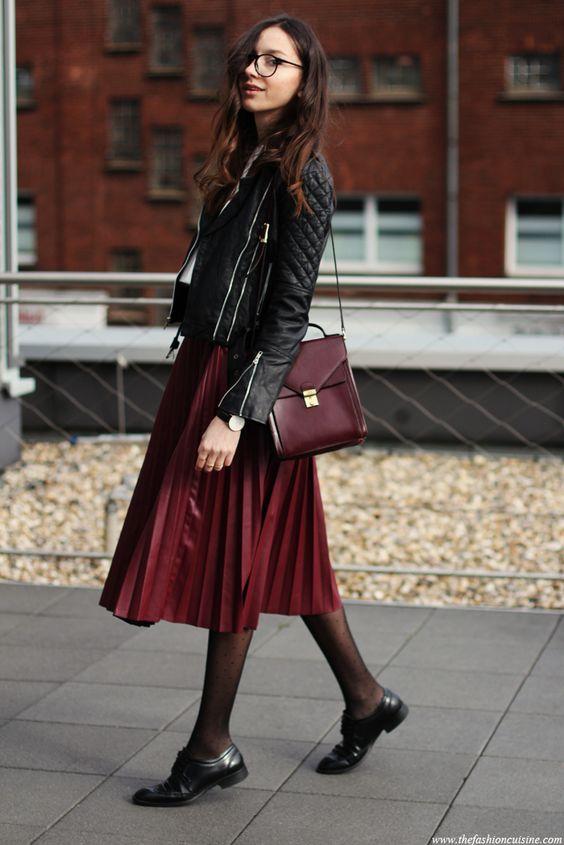 buty oksfordki i spódnica