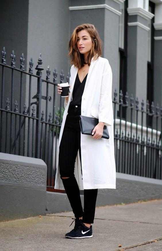 biały płaszcz na co dzień