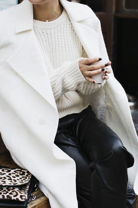 modne białe płaszcze